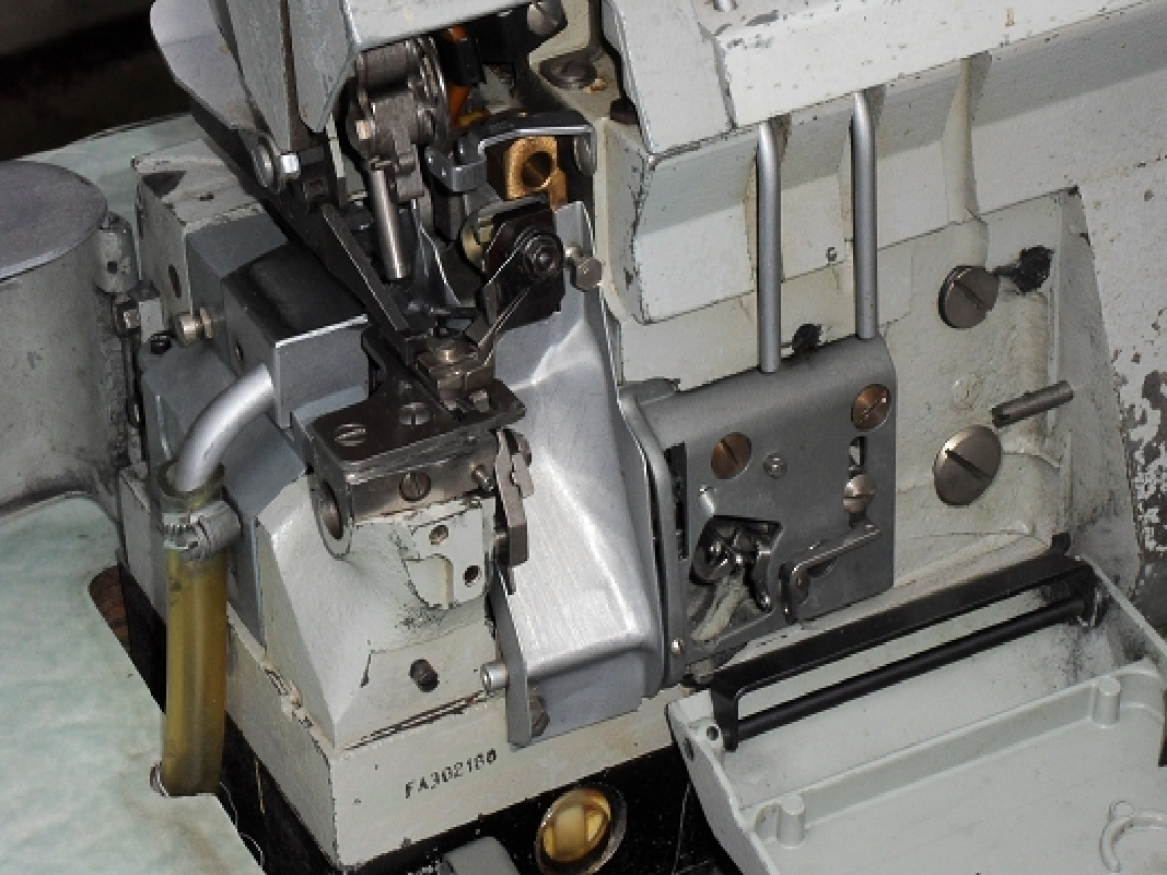 Nähmaschine Industrie Gebraucht = singer 992b45 3 faden industrie overlock nähmaschine